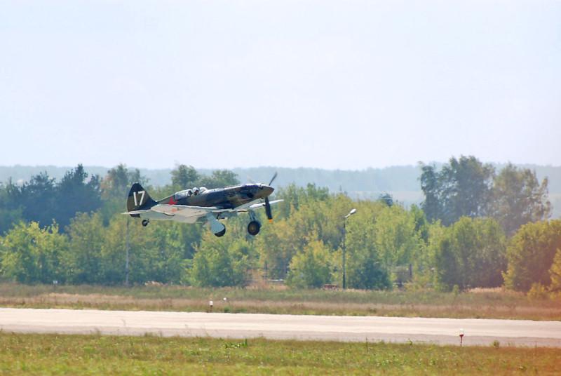 1024px-МиГ-3_в_полете_(МАКС-2007)