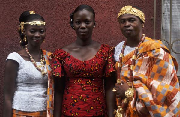Jeunes_marié_en_tenue_tradionnel_akan_de_Côte_d'Ivoire_03