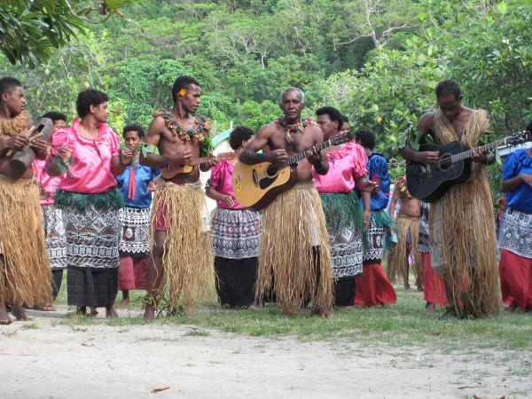 Расоведение - наука которую толком не знают. 1024px-Music_show_in_Fiji