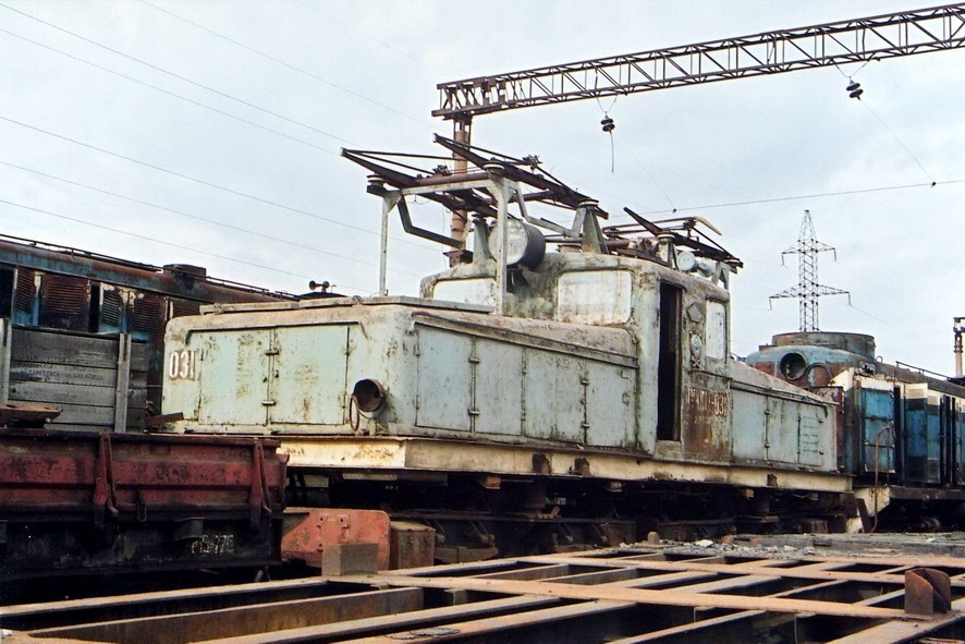 Останки электровоза IVКП-1А-031 автор Р.Попов 2007