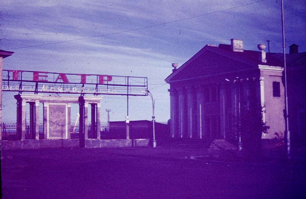 театр старый цвет