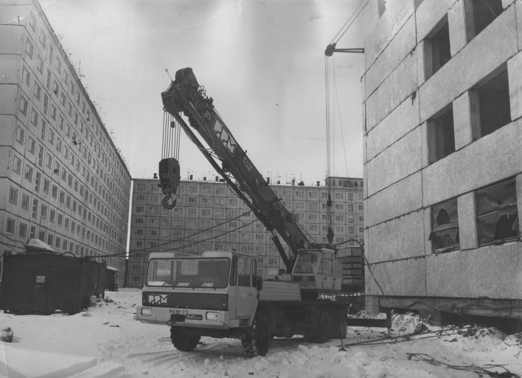 Кран РРМ-28 в 1975 году.jpg