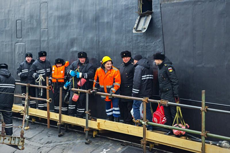 Военный и гражданский экипажи корабля выходят на испытания одной командой.