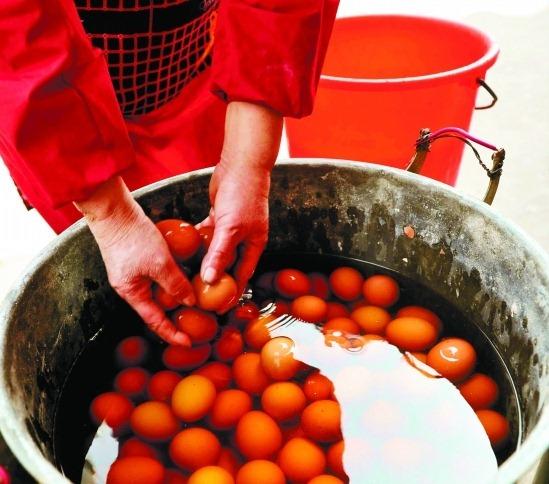 китайский деликатес яйца вымоченные варенные в детской моче