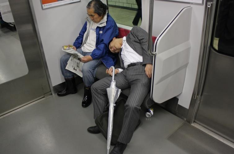 китайцы спят где хотят и как хотят