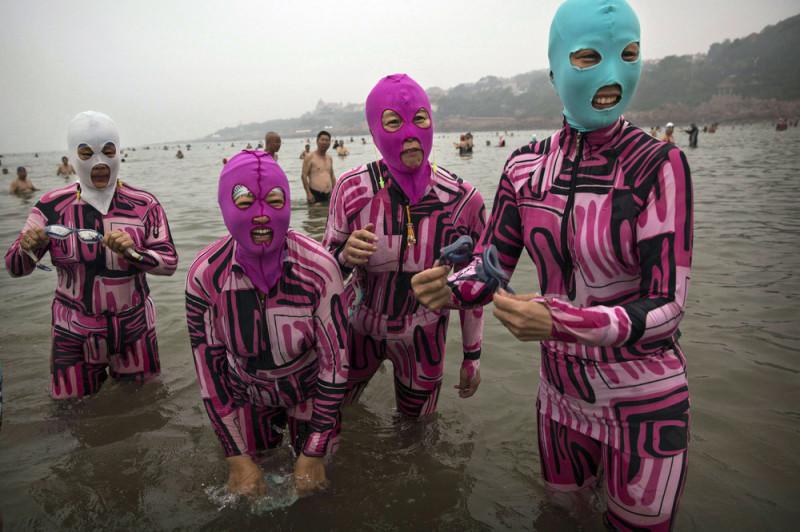 китайская пляжная мода. купальник оп китайски. странные плавательные костюмы купальные костюмы балаклавы