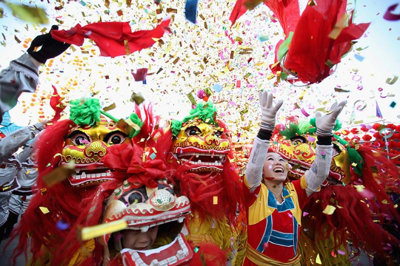 Новый год в китае Традиции празднования нового года в китае китайский новый год картинки танец дракона дракон китайский бумажный дракон фестиваль sevtao.ruыумефщ