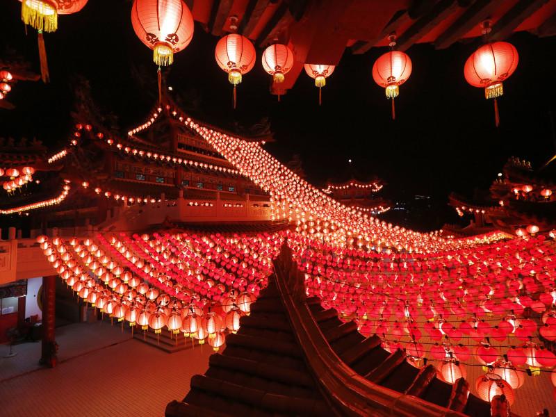 Новый год в китае Традиции празднования нового года в китае китайский новый год открытки китайские открытки красные конверты будда богатство благополучие красные фонари китайские красные фонарики картинки sevtao.ruыумефщ