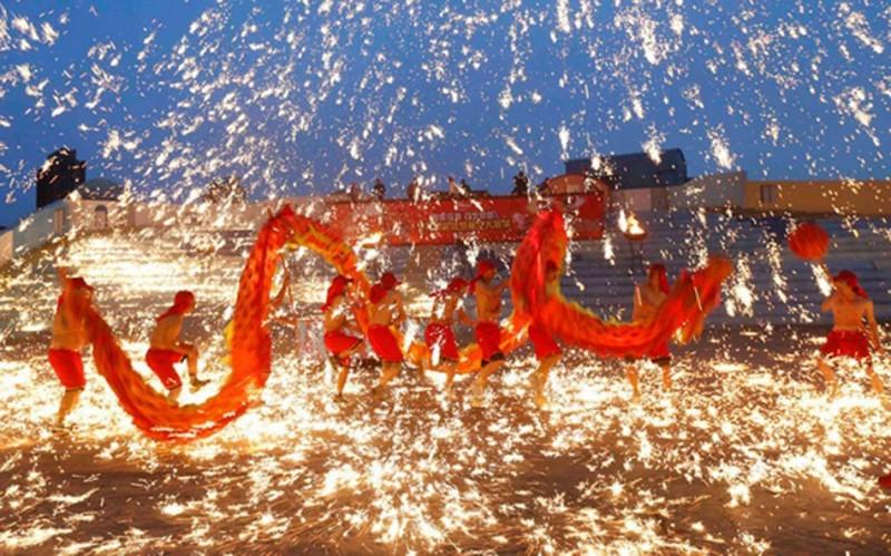 Новый год в китае Традиции празднования нового года в китае китайский новый год открытки китайские открытки красные конверты что едят китайцы на новый год китайский красные конверты деньги благополучие в китае феерверки салют новый год в китае праздник фестиваль дракон sevtao.ruыумефщ