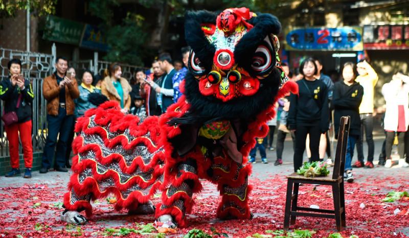 Новый год в китае Традиции празднования нового года в китае китайский новый год картинки танец дракона дракон китайский бумажный дракон фестиваль представления на новый год sevtao.ruыумефщ