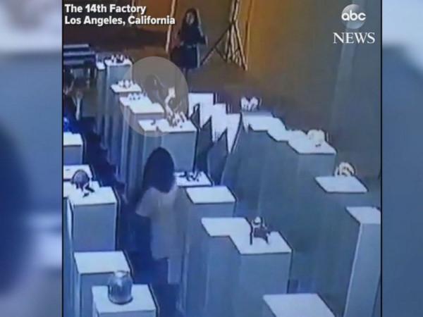 Топ-10 Китайских неадекватных-туристов по версии Shanghaiist в 2017 Лос Анджелес выставка 200 тысяч долларов неудачное селфи