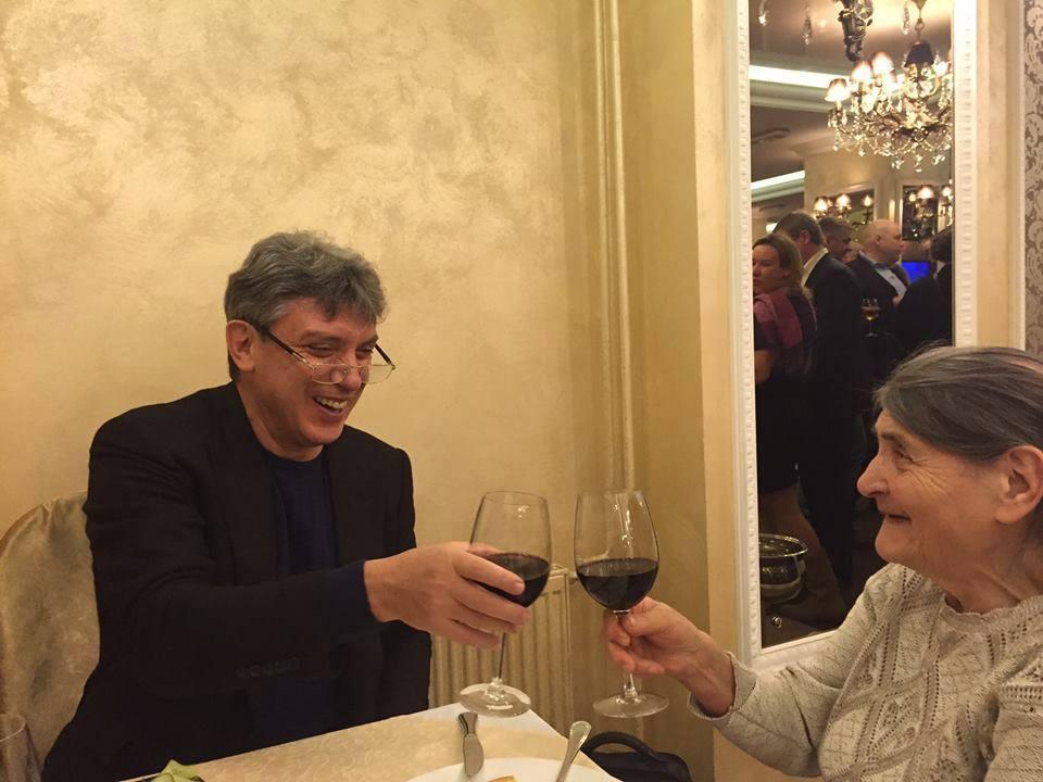 87 лет маме Немцова