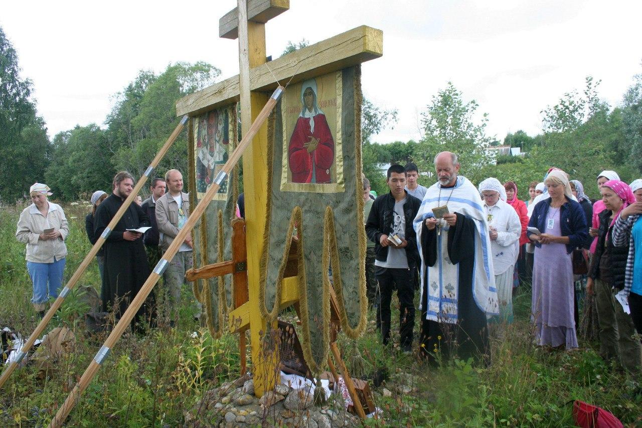 Поклонный крест в Тухини