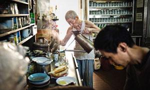 Отличный Копи Тиам с душевным дедушкой