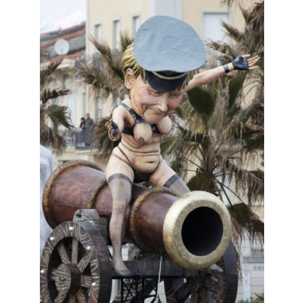 Политический карнавал в Италии фото
