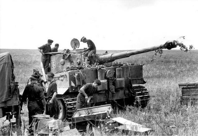 Bundesarchiv_Bild_101I-022-2948-23,_Russland,_Panzer_VI_(Tiger_I),_Munition