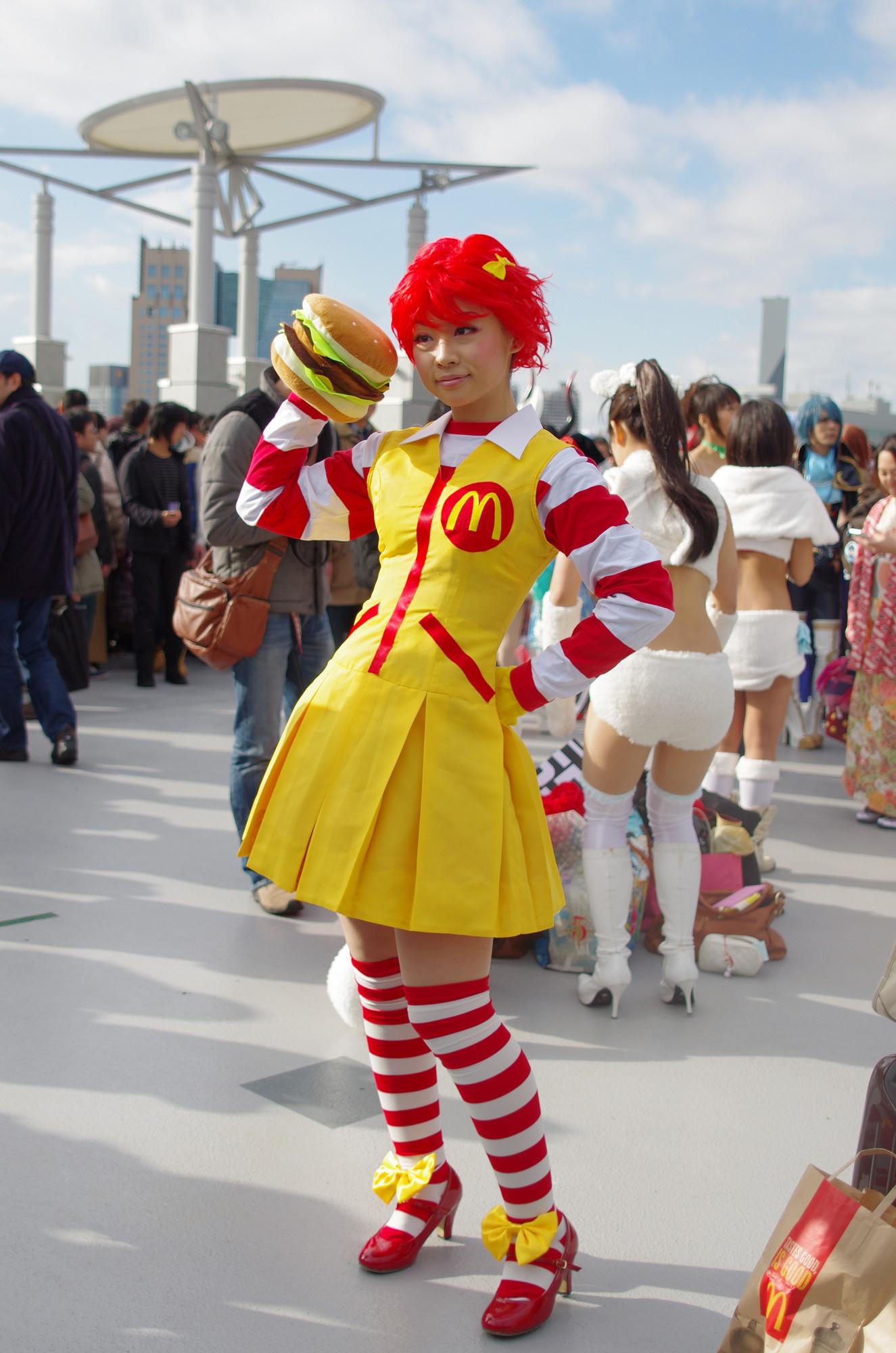 Ronald McDonald cosplay