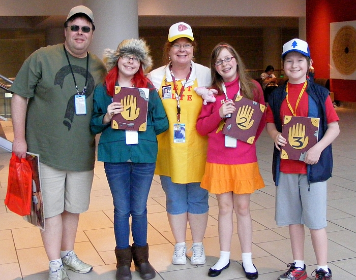 Soos, Wendy, Melody, Mabel and Dipper at Denver Comic Con 2015