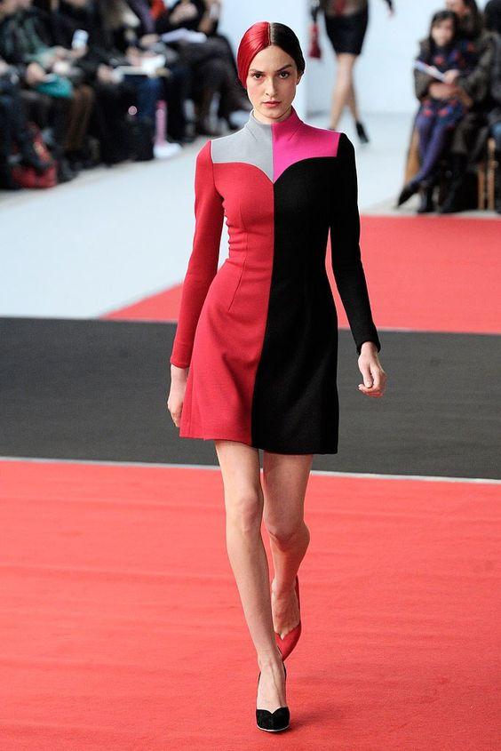 Псевдосредневековый фэшн, на который наоборот, смотреть даже приятно Alexis Mabille Spring 2010 Couture Fashion Show.jpg