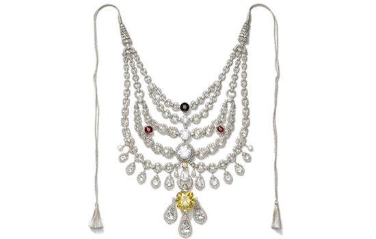 Картинки по запросу фото Ожерелье с тысячами бриллиантов, которое украли, а потом нашли