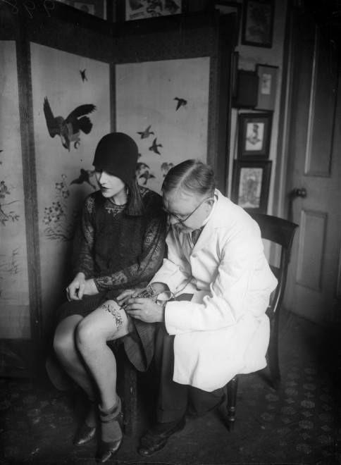 Жена татуировщика, 1905 год. И другие удивительные фотографии. 1e853067479332e83b322c2b9ad0ea3e.jpg
