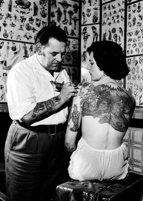Жена татуировщика, 1905 год. И другие удивительные фотографии. 521859ca16787debfda869ff5ad36725.jpg