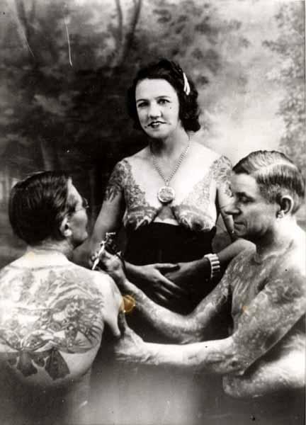 Жена татуировщика, 1905 год. И другие удивительные фотографии. CharlieWagner2.jpg