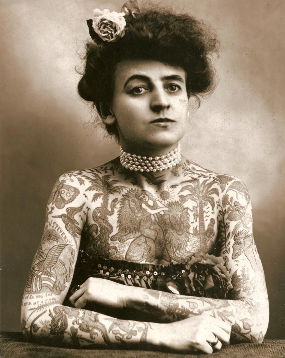 Жена татуировщика, 1905 год. И другие удивительные фотографии. tattoos-034.jpg