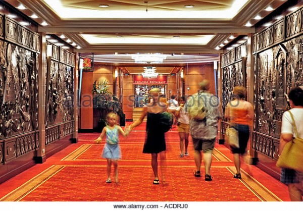 passengers-walking-down-the-main-hallway-queen-mary-2-ocean-liner-acdrj0.jpg
