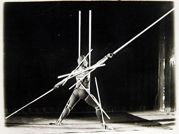 bauhaus-ballet-costumes-02.jpg