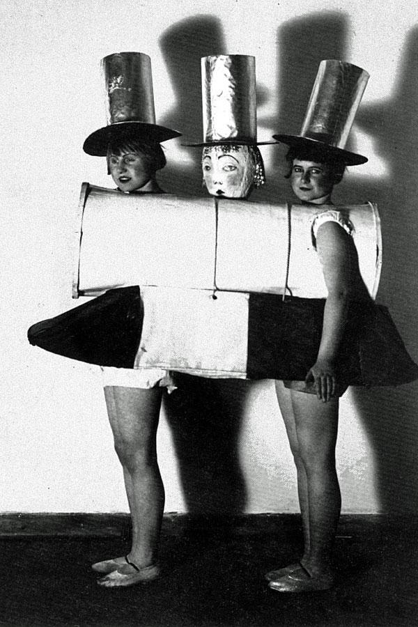 bauhaus-ballet-costumes-08.jpg