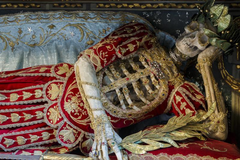 Конвейер бриллиантовых скелетов koudounaris_st-_konstantius.jpg