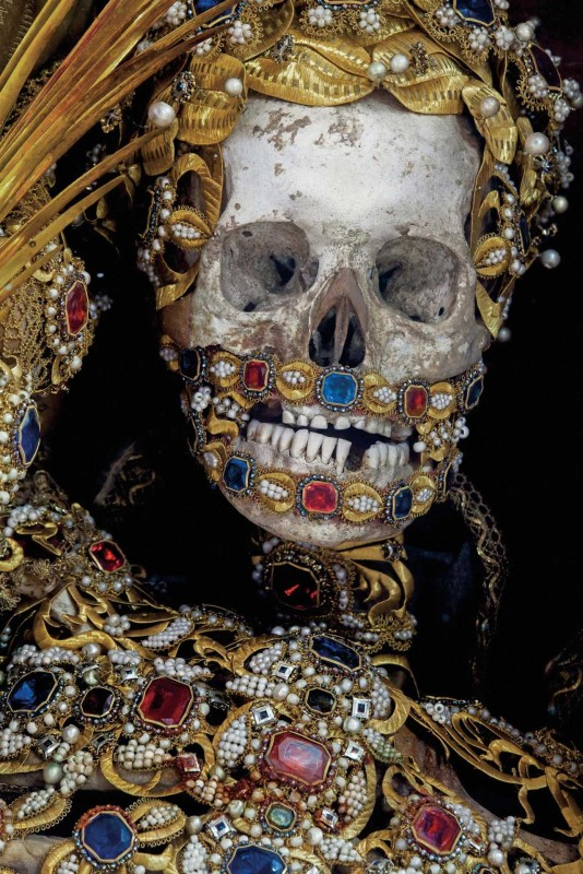 Конвейер бриллиантовых скелетов Paul-Koudounaris-Heavenly-Bodies-Yellowtrace-01.jpg