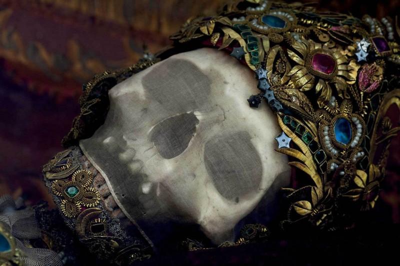 Конвейер бриллиантовых скелетов Paul-Koudounaris-Heavenly-Bodies-Yellowtrace-10.jpg