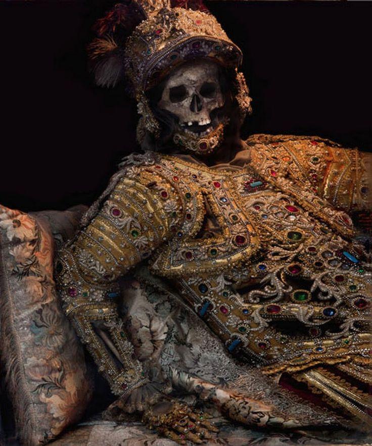 Конвейер бриллиантовых скелетов 7b1e62d7889bb6a511f4a5b9b1b3b5ba--on-the-border-memento-mori.jpg