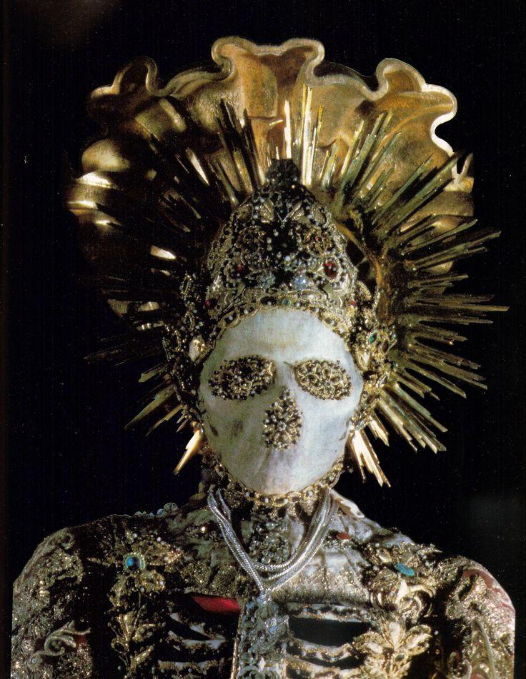 Конвейер бриллиантовых скелетов ba935cf77341268aa51837a8adf518fc--danse-macabre-skull.jpg