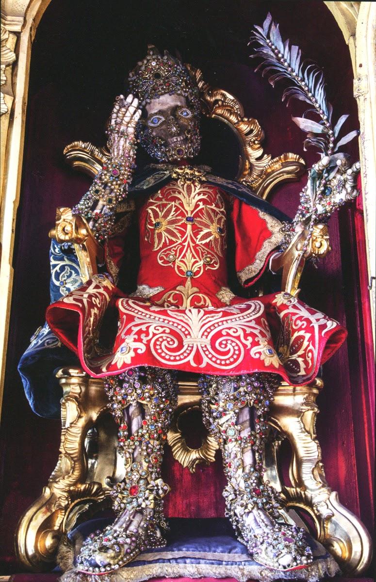 Конвейер бриллиантовых скелетов Paul-Koudounaris-Catacomb-Saints-Saint-Felix.jpg