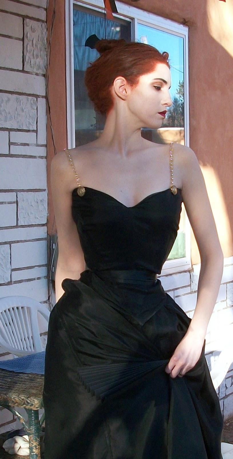 А вы друзья, как не садитесь... (модельки и актрисульки подражают Мадам Икс) 100_8994.JPG