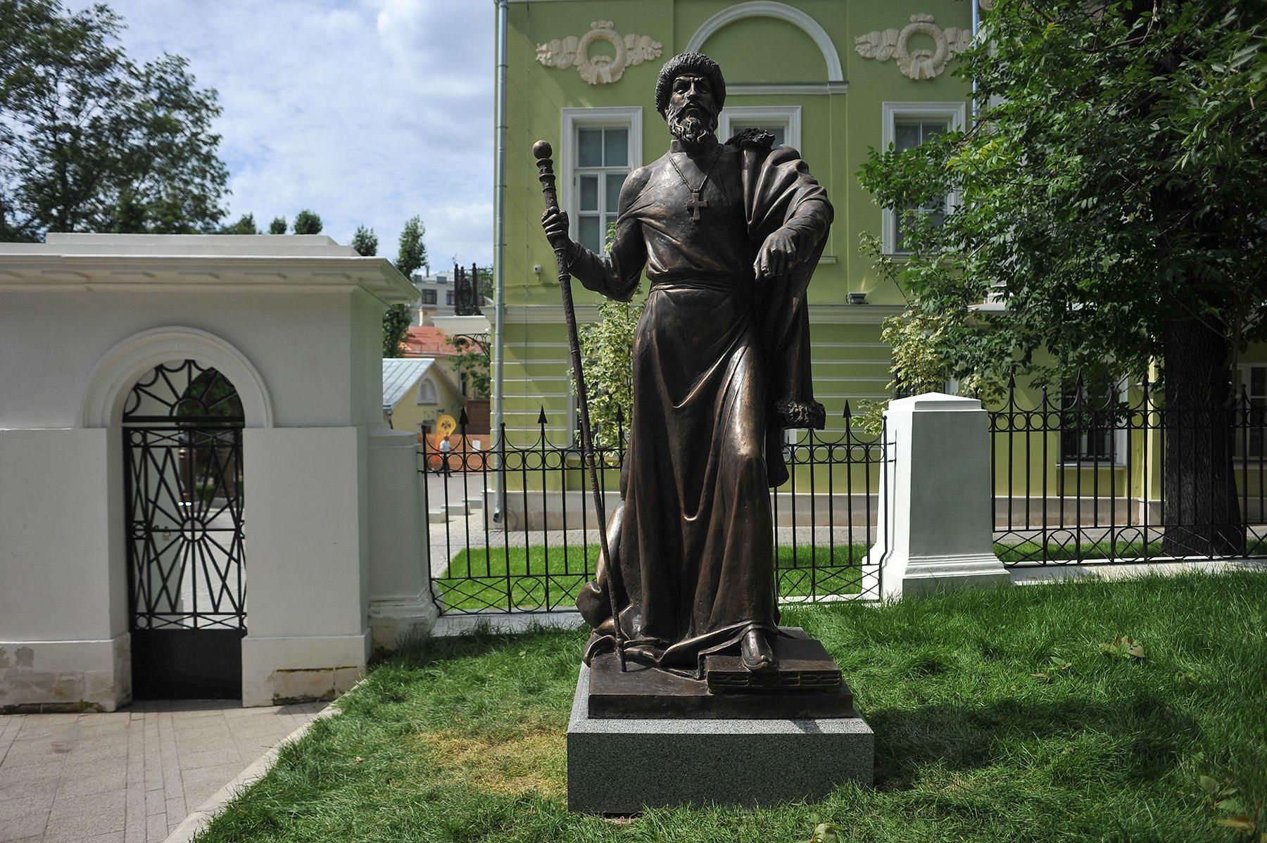 Памятники россия 18 век актеры надгробные памятники из гранита фото и цены щенки