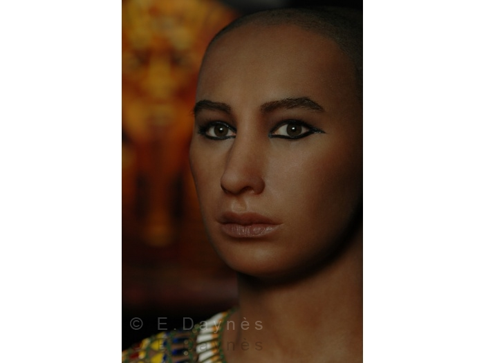 Скульпторша, которая впарила свой автопортрет журналистам как голову Нефертити 261-700w163759.jpg