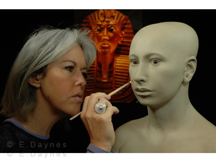 Скульпторша, которая впарила свой автопортрет журналистам как голову Нефертити 265-700w163828.jpg