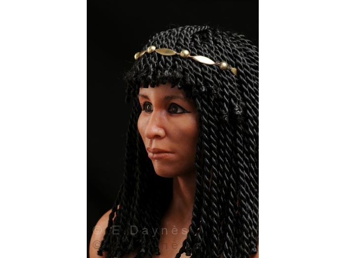 Скульпторша, которая впарила свой автопортрет журналистам как голову Нефертити 531-700w164104.jpg
