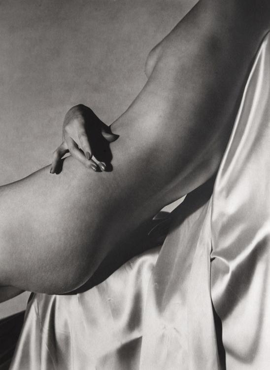 LISA HAND ON TORSO II, 1940.jpg