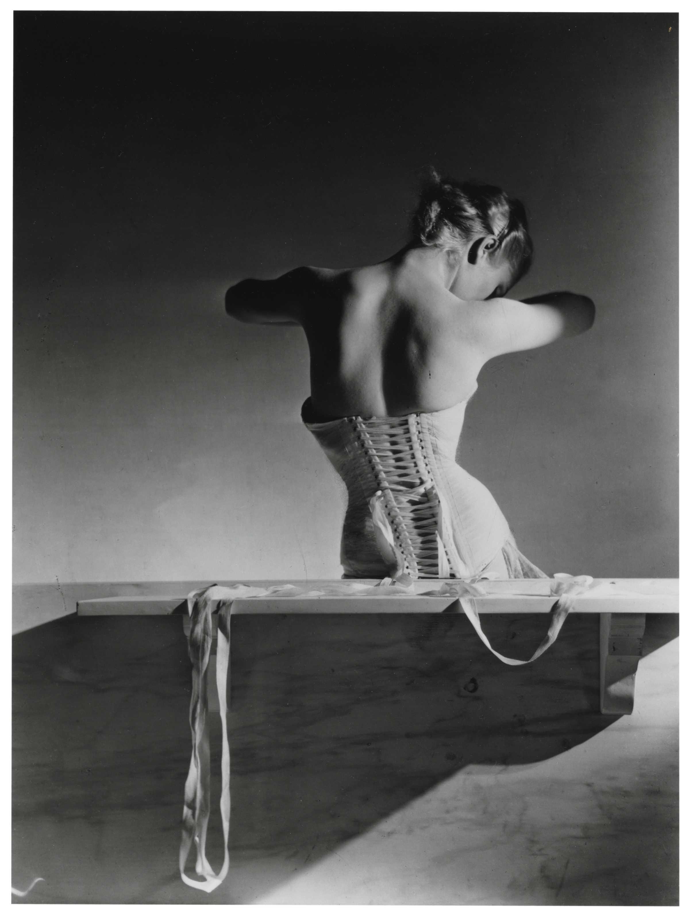 Mainbocher Corset, Paris, 1939.jpg