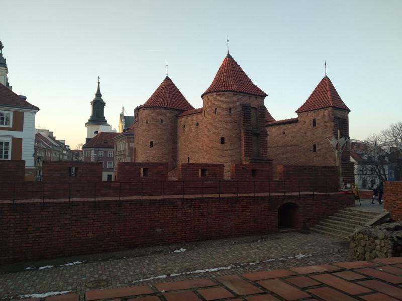 """Варшавский """"барбакан"""" - остатки древних укреплений города."""
