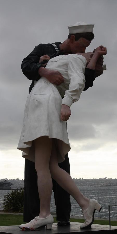 world-war-ii-war-is-over-statue-john-telfer