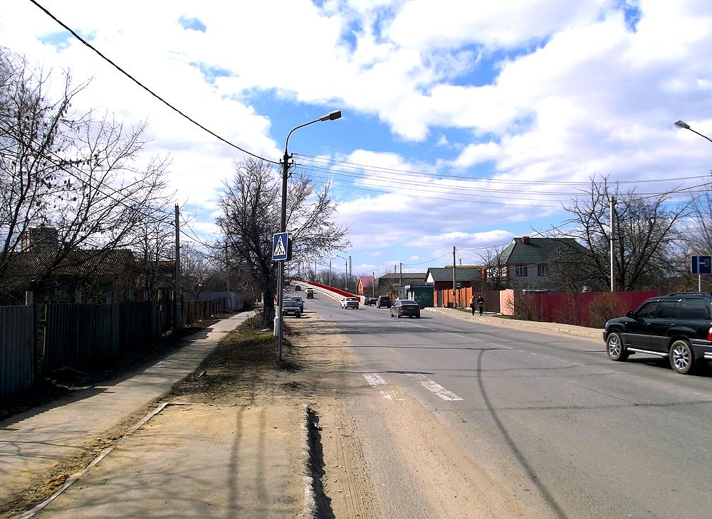 003. Остановка общественного транспорта. Отсюда ходит №29 до Фосфоритного и далее на Егорьевск..