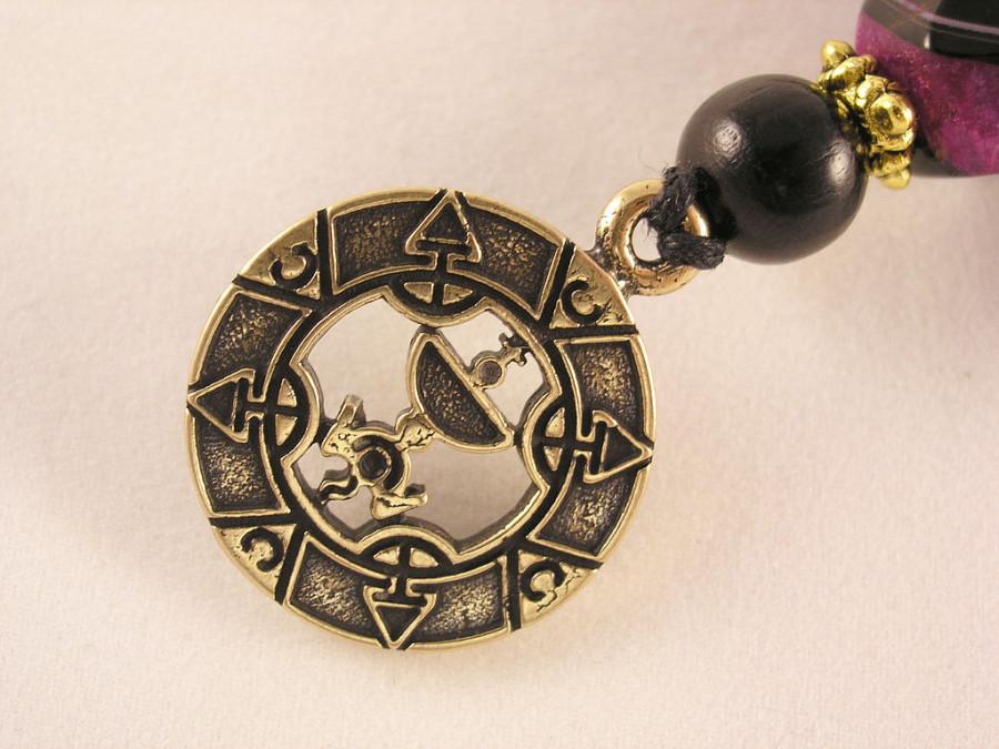 a643407374-fen-shuj-ezoterika-brelok-amulet-koroleva-n8797