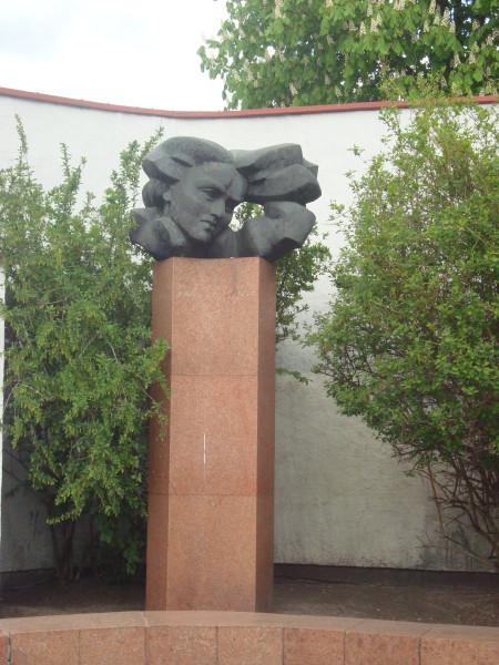 Вильнюс. Памятник Саломее Нерис