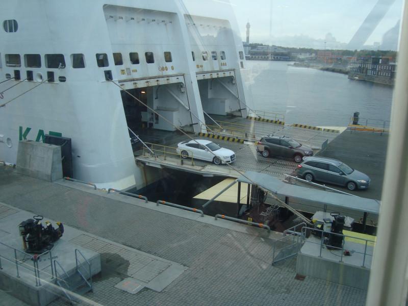 Стокгольм. Разгрузка парома (2)
